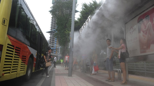 Mist Cooling System : Chinese bus stops spray cooling mist on overheated commuters