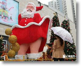 Dreaming Of A Red Christmas: 10 More Strange Santas From China