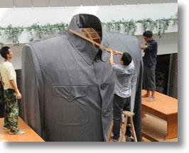 Giant Tunic Suit Salutes Sun Yat-sen and China's 1911 Revolution