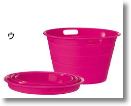 Collapsible Bucket Folds Flat to Save Space