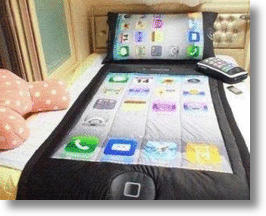 Sleeping With a Smartphone: The iPhone 3-Piece Bedding Set