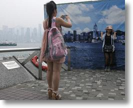 Hong Kong's Air Pollution Forces Photo-Snapping Tourists To Use Blue Sky Backdrops