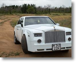 Rolls-Royce Fan From Kazakhstan Turns A Mercedes-Benz Into One Rockin' Roller