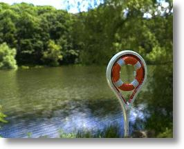 Life Light: An Eco-Friendly Lifesaver, Buoy & Emergency Light Concept