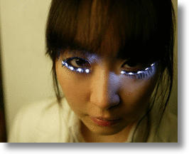 LED Eyelashes Light Up Your Lids