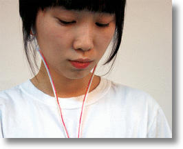 Zipper Earphones Keep Cords From Tangling on the Fly