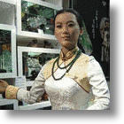 Chinese Jewelry Store Robot Runs Rings Around the Competition