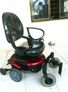 Wheelchair developed by students at HCM City University of Transport in Vit Nam: image via Vit Nam News