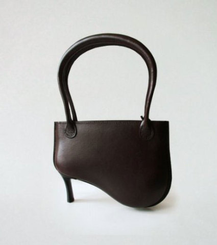 Widow leather handbag: © Peter Jakubik