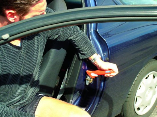 3-IN-1 HANDYBAR supports your weight as you get in or out of your car
