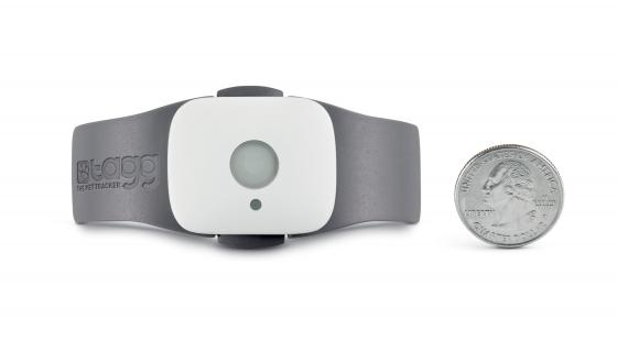 TAGG The Pet Tracker attaches easily to a pet collar via a speical clip that comes with the Tracker: ©2011 Snaptracs, Inc., a Qualcomm company