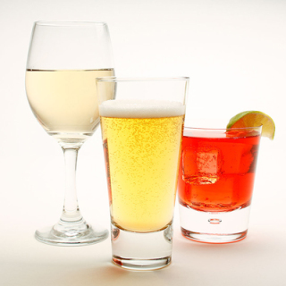 3 or more drinks per week are linked with reduced incidence of RA in women: image via eatingwell.com