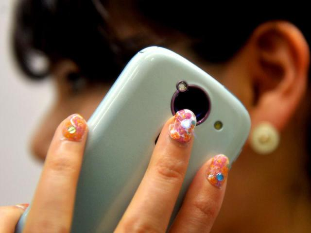 Lumi Deco LED Light-up Nail Stickers Shine When Your Phone Rings