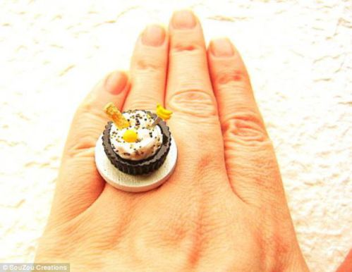 SouZou Miniature Food Cupcake Ring: Everybody needs a cupcake