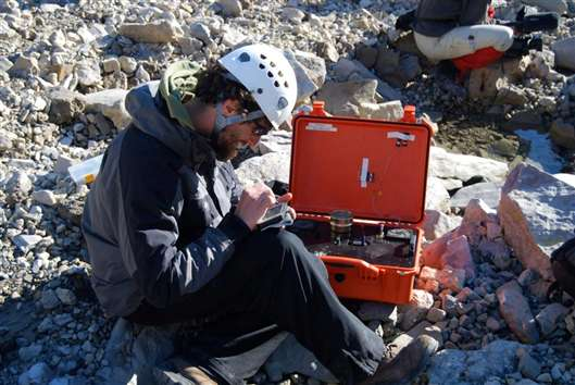 inXitu Terra field portable XRD in use on geological site: © inXitu
