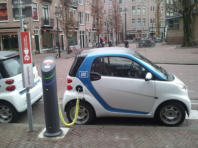 Electric car recharging.: Photo by Ludovic Hirlimann.