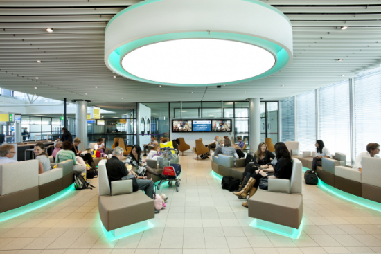 Gate G7, Amsterdam Schiphol Airport, waiting area: © Philips
