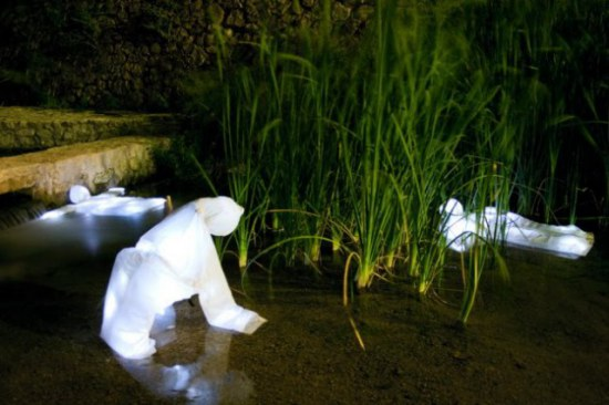 Floating Ghosts, installation in Albacete, Spain: © Luzinterruptus