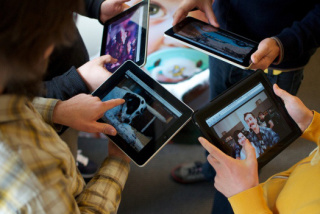 Too much screen time. Can it stunt your growth?: image via appcarousel.wordpress.com