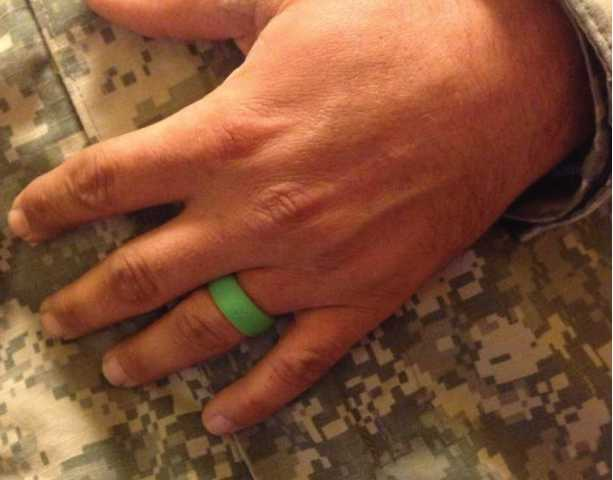 Qalo Silicone Wedding Rings Keep Fingers Marriages Safe