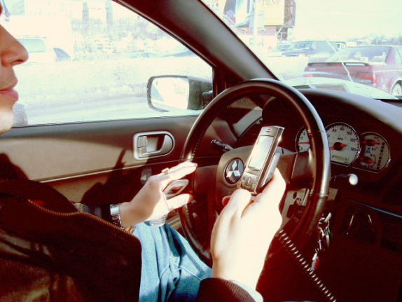 Texting Driver (Photo by Ed Poor/Creative Commons via Wikimedia)