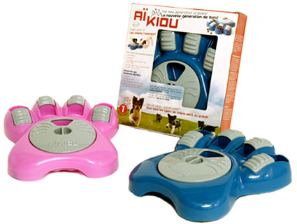 Aikiou Interactive Dog Bowl, in pink or blue: © Aikiou Company