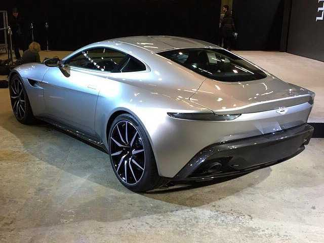 new aston martin db10 brings bond back to his driving roots. Black Bedroom Furniture Sets. Home Design Ideas