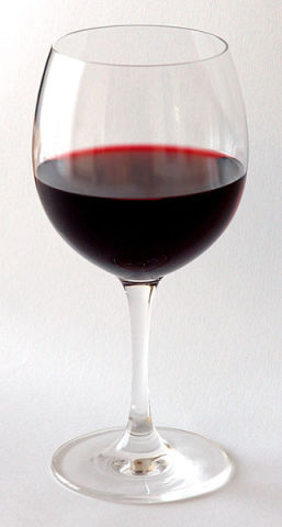 Red Wine (Photo by André Karwath/Creative Commons via Wikimedia)