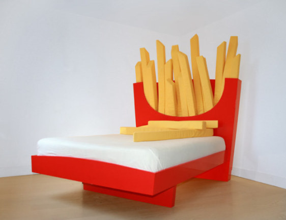 Supersize Bed (Image via Geekologie)