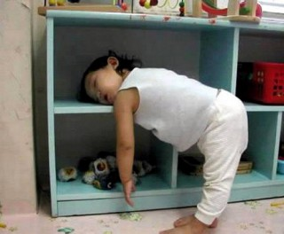 Not a recommended sleep position: image via ichangeblog.com
