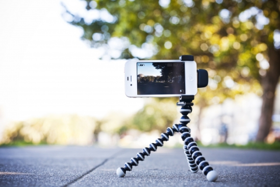 iPhone Shutter Grip has a tripod mount: image via photojojo.com