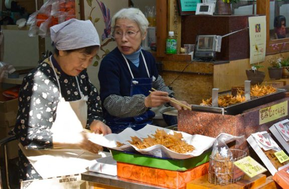 Momiji Tempura Being Sold by a Street Vendor (Image via The Daily Eats)