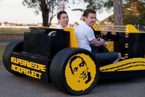 Sammartino and Oaida in their Lego Car (Photo by Josh Rowe/via Super Awesome Micro Project)