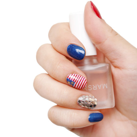 Fourth of July Manicure (courtesy of BellaSugar)