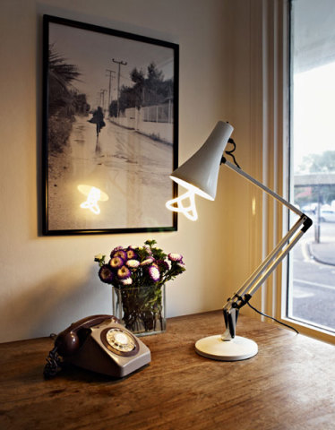 Plumen 001 for your desk, by Hulgar design.: ©Hulgar, image via core77.com