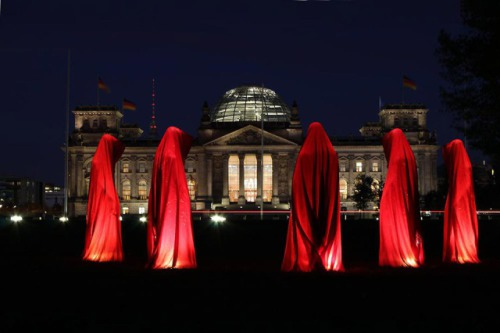 Guardians of Time: The Reichstag, Berlin