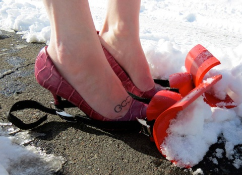 Snow Shoveling Shoes (Image via nopuedocreer.com)