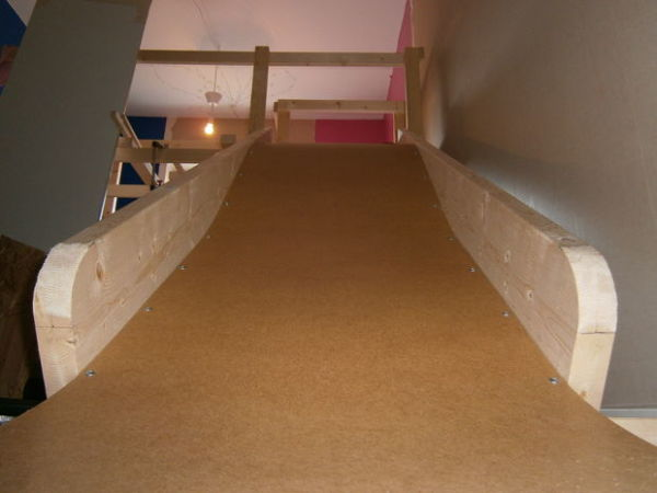 Beau If You Want To Create Less Temporary Indoor Slide For Your Home,  Instructables Has A Nice Set Of Instructions Fo How To Make An Indoor Staircase  Slide For ...