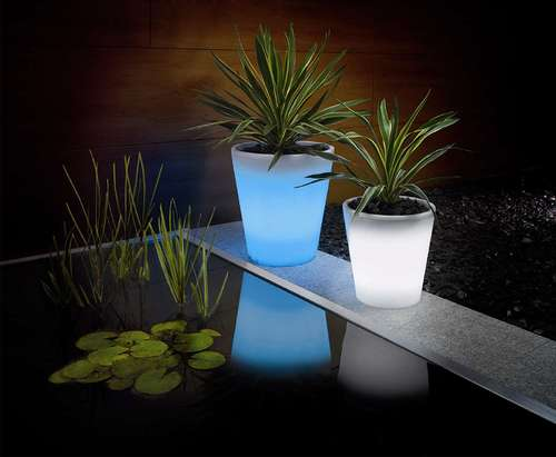 Solar powered plant pots: image via firebox.com