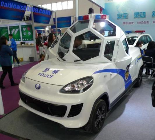 China Police: Futuristic Electric Patrol Car Offers Officers A 360